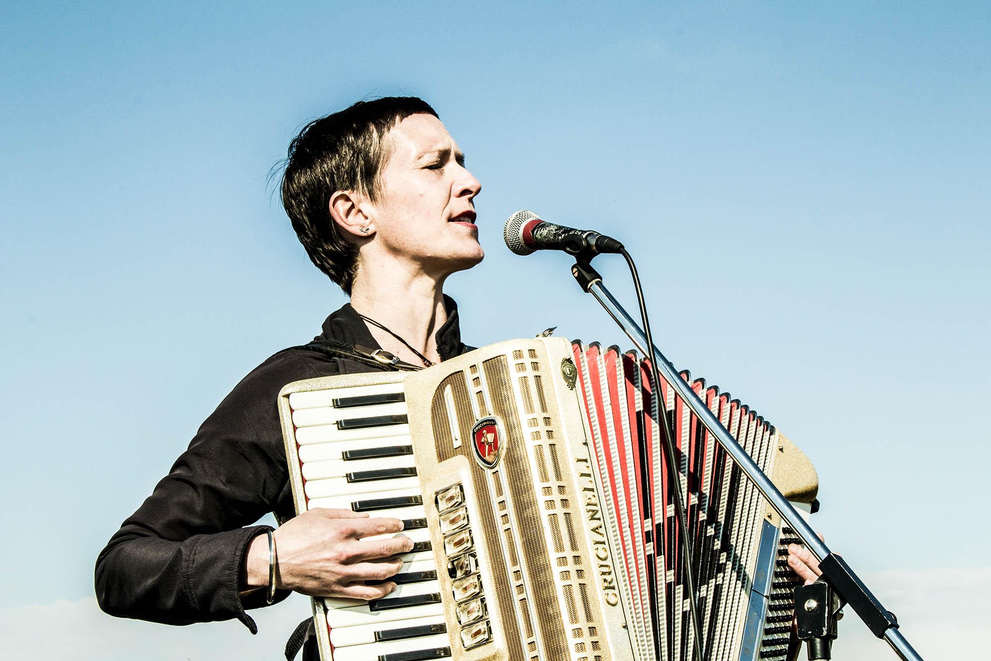 isabel neuenfeldt - live @ hörmuseumseröffnung